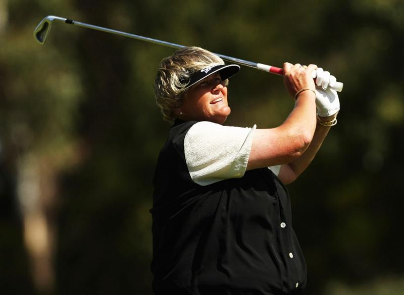 MELBOURNE, AUSTRALIA - FEBRUARY 15:  Laura Davies of England plays her second shot on the 15th during day four of the 2009 Women's Australian Open held at the Metropolitan Golf Club February 15, 2009 in Melbourne, Australia.  (Photo by Mark Dadswell/Getty Images)