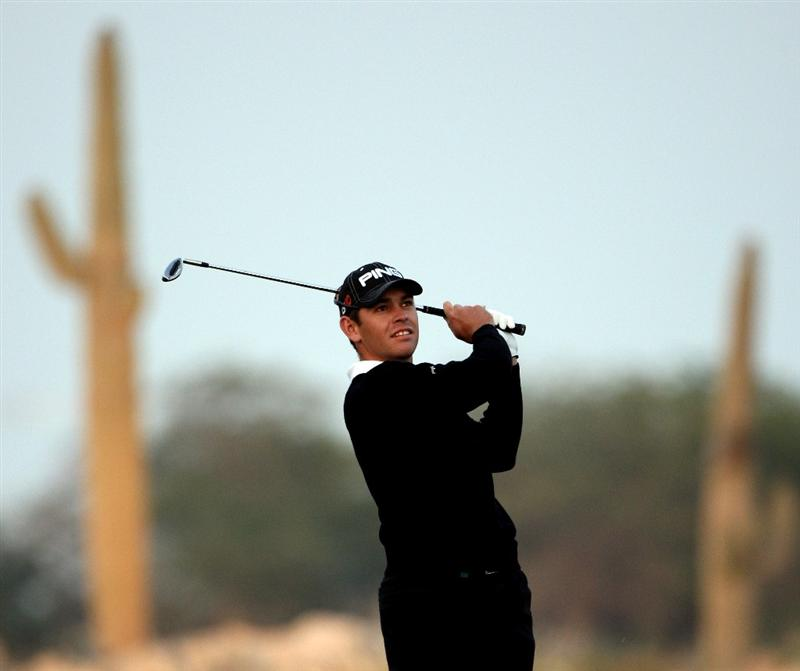 DOHA, QATAR - JANUARY 23:  Louis Oosthuizen of South Africa plays his third shot on the 18h hole during the second round of  the Commercialbank Qatar Masters at Doha Golf Club on January 23, 2009 in Doha, Qatar.  (Photo by Andrew Redington/Getty Images)
