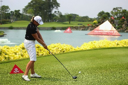 SINGAPORE - FEBRUARY 28:  Annika Sorenstam of Sweden hits her tee shot on the 18th hole during the first round of the HSBC Women's Champions at Tanah Merah Country Club on February 28, 2008 in Singapore.  (Photo by Scott Halleran/Getty Images)