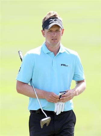 PALM BEACH GARDENS, FL - MARCH 03:  Luke Donald of England plays a shot on the 2nd hole during the first round of The Honda Classic at PGA National Resort and Spa on March 3, 2011 in Palm Beach Gardens, Florida.  (Photo by Sam Greenwood/Getty Images)