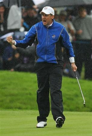 NEWPORT, WALES - OCTOBER 01:  Ian Poulter of Europe celebrates a birdie putt on the third green during the Morning Fourball Matches during the 2010 Ryder Cup at the Celtic Manor Resort on October 1, 2010 in Newport, Wales.  (Photo by Andy Lyons/Getty Images)