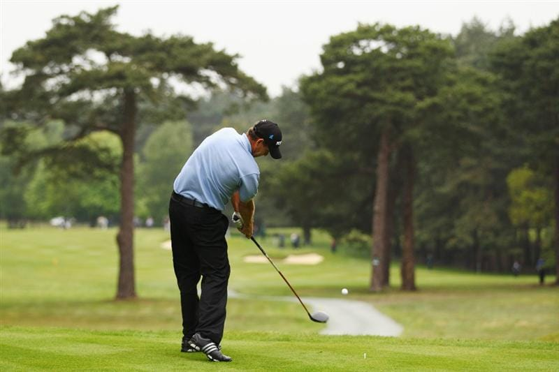 VIRGINIA WATER, ENGLAND - MAY 20:  Soren Hansen of Denmark plays his tee shot at the 12th hole during the first round of the BMW PGA Championship on the West Course at Wentworth on May 20, 2010 in Virginia Water, England.  (Photo by Richard Heathcote/Getty Images)