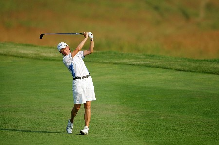 HAVRE DE GRACE, MD - JUNE 08:  Catriona Matthew of Scotland hits her second shot on the par 5 8th hole during the second round of the McDonalds LPGA Championship at Bulle Rock golf course on June 8, 2007 in Havre de Grace, Maryland.  (Photo by Andy Lyons/Getty Images)