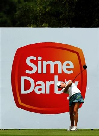 KUALA LUMPUR, MALAYSIA - OCTOBER 22 : Amanda Blumenhurst of the USA tees off on the 11th hole during Round One of the Sime Darby LPGA on October 22, 2010 at the Kuala Lumpur Golf and Country Club in Kuala Lumpur, Malaysia. (Photo by Stanley Chou/Getty Images)