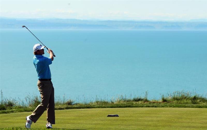 NAPIER, NEW ZEALAND - OCTOBER 28:  Brandt Snedeker of the USA tees off on the 13th hole during The Kiwi Challenge at Cape Kidnappers on October 28, 2008 in Napier, New Zealand. (Photo by Phil Walter/Getty Images)