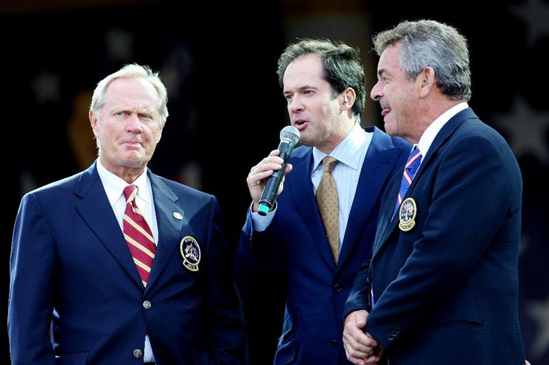 LOUISVILLE, KY - SEPTEMBER 18:  Dan Hicks of NBC Sports (C) speaks with former Ryder Cup captains Jack Nicklaus (L) and Tony Jacklin (R) during the opening ceremony for the 2008 Ryder Cup at Valhalla Golf Club on September 18, 2008 in Louisville, Kentucky.  (Photo by Andrew Redington/Getty Images)
