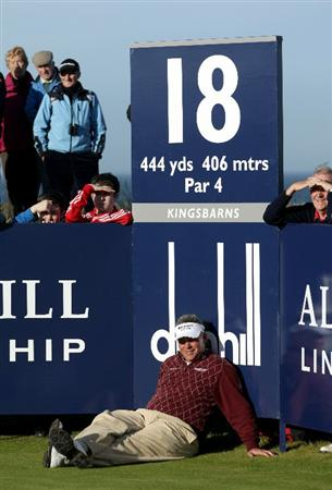 KINGSBARNS, SCOTLAND - OCTOBER 07:  Darren Clarke of Northern Ireland waits to tee off on the 18th tee during the first round of The Alfred Dunhill Links Championship at Kingsbarns Golf Links on October 7, 2010 in Kingsbarns, Scotland.  (Photo by Andrew Redington/Getty Images)