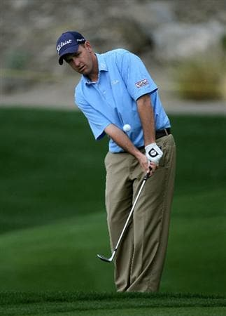 LA QUITNA, CA - JANUARY 22: Jeff Klauk chips onto the 16th green at Silver Rock Resort during the second round of the Bob Hope Classic on January 22, 2010 in La Quinta, California. (Photo by Stephen Dunn/Getty Images)