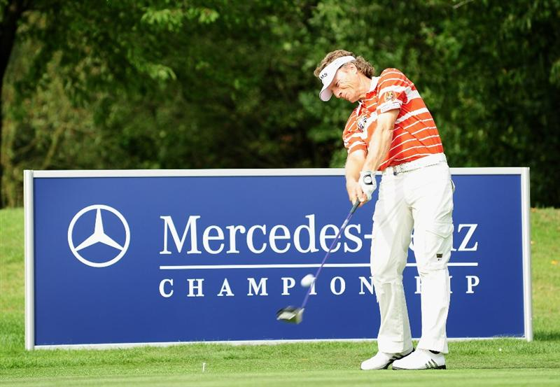 COLOGNE, GERMANY - SEPTEMBER 09:  Bernhard Langer of Germany plays his tee shot during the pro - am Mercedes-Benz Championship at The Gut Larchenhof Golf Club on September 9, 2009 in Pulheim, near Cologne, Germany.  (Photo by Stuart Franklin/Getty Images)