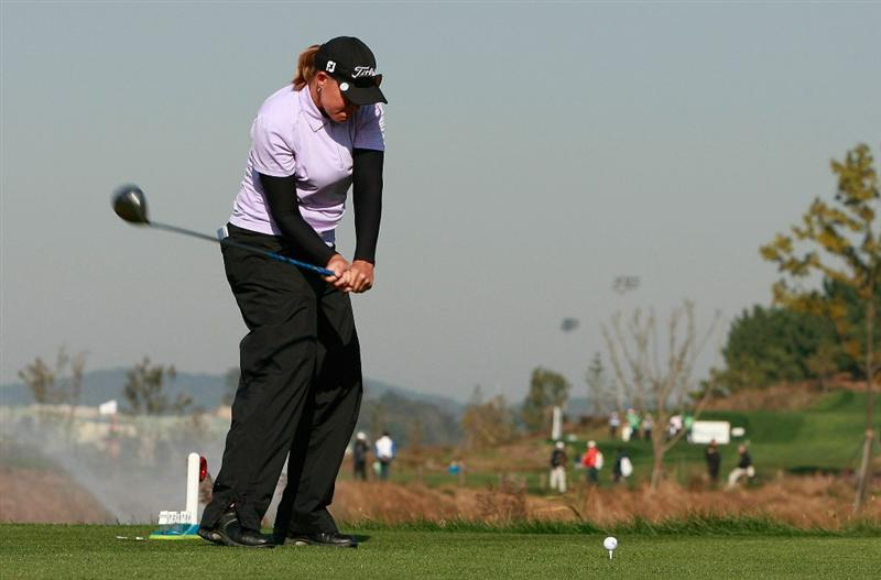 INCHEON, SOUTH KOREA - OCTOBER 30:  Katherine Hull of Australia hits a tee shot on the second hole during the 2010 LPGA Hana Bank Championship at Sky 72 Golf Club on October 30, 2010 in Incheon, South Korea.  (Photo by Chung Sung-Jun/Getty Images)