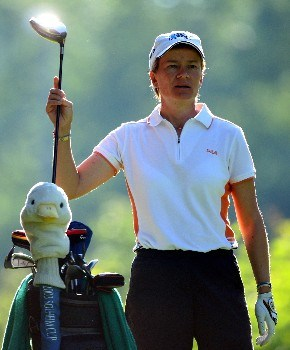 EVIAN, FRANCE - JULY 26:  Catriona Matthew of Scotland puills her driver from her bag on the fourth hole during the first round of the Evian Masters on July 26, 2007 in Evian, France.  (Photo by Andrew Redington/Getty Images)