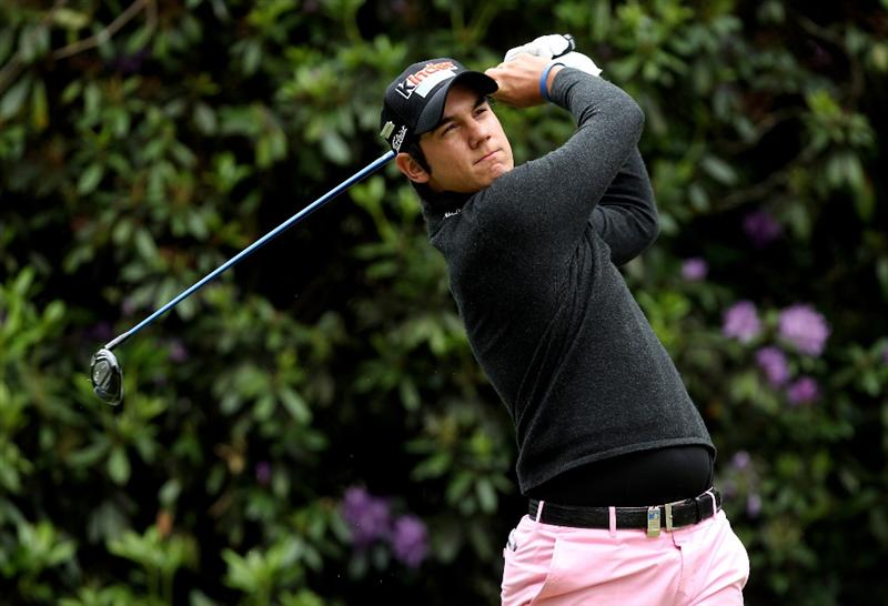 VIRGINIA WATER, ENGLAND - MAY 28:  Matteo Manassero of Italy tees off on the 7th hole during the third round of the BMW PGA Championship at the Wentworth Club on May 28, 2011 in Virginia Water, England.  (Photo by Ian Walton/Getty Images)