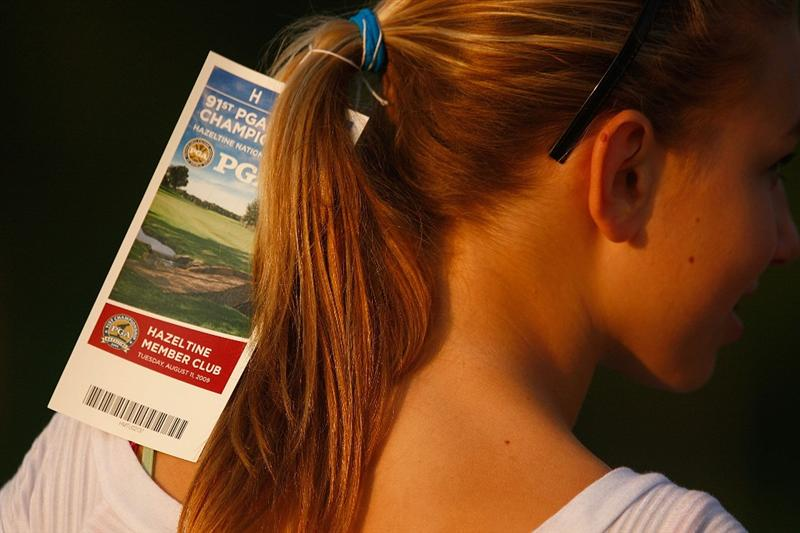 CHASKA, MN - AUGUST 11:  A fan waits for an autograph during the second preview day of the 91st PGA Championship at Hazeltine Golf Club on August 11, 2009 in Chaska, Minnesota.  (Photo by Scott Halleran/Getty Images)