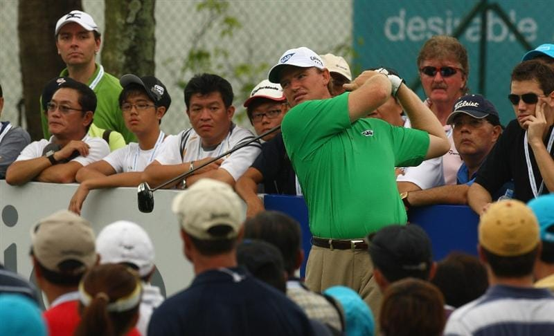 SINGAPORE - NOVEMBER 15:  Ernie Els of South Africa in action during the 3rd round of the Barclays Singapore Open at Sentosa Golf Club on November 15, 2008 in Singapore.  (Photo by Ian Walton/Getty Images)