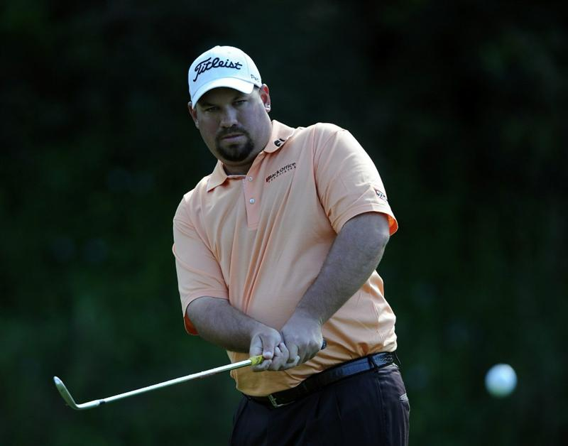 PACIFIC PALISADES, CA - FEBRUARY 17:  Brendon de Jonge of South Africa chips to the green on the 12th hole during the first round of the Northern Trust Open at the Riviera Country Club on February 17, 2011 in Pacific Palisades, California.  (Photo by Harry How/Getty Images)