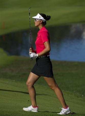 ROGERS, AR - SEPTEMBER 12:  Michelle Wie makes a chip shot on the 18th hole during the final round of the P&G NW Arkansas Championship at the Pinnacle Country Club on September 12, 2010 in Rogers, Arkansas.  (Photo by Robert Laberge/Getty Images)