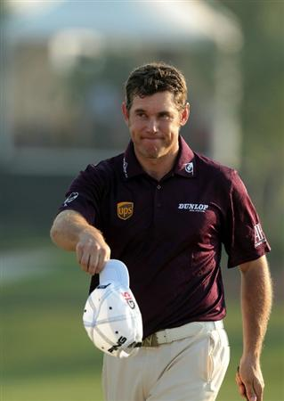 DUBAI, UNITED ARAB EMIRATES - NOVEMBER 28:  Lee Westwood of England the World's No 1 on the 18th hole during the final round of the Dubai World Championship on the Earth Course at Jumeirah Golf Estates on November 28, 2010 in Dubai, United Arab Emirates.  (Photo by David Cannon/Getty Images)