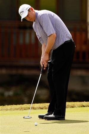 RIVIERA MAYA, MEXICO - MARCH 01:  J.J. Henry putts in for par on the 8th hole during the final round of the Mayakoba Golf Classic on March 1, 2009 at El Camaleon Golf Club in Riviera Maya, Mexico.  (Photo by Chris Graythen/Getty Images)