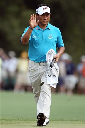 AUGUSTA, GA - APRIL 09:  K.J. Choi of South Korea waves to fans on the eighth hole green during the third round of the 2011 Masters Tournament at Augusta National Golf Club on April 9, 2011 in Augusta, Georgia.  (Photo by Andrew Redington/Getty Images)