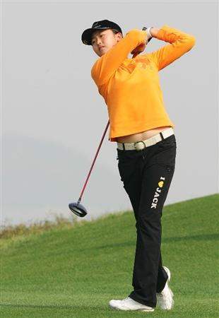 INCHEON, SOUTH KOREA - OCTOBER 30:  Simin Feng of China hits a teeshot in the 13th hole during round one of Hana Bank Kolon Championship at Sky 72 Golf Club on October 30, 2009 in Incheon, South Korea.  (Photo by Chung Sung-Jun/Getty Images)