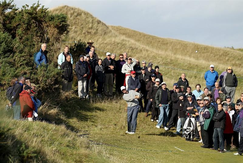 KINGSBARNS, SCOTLAND - OCTOBER 07:  Ernie Els of South Africa plays his third shot on the sixth hole during the first round of The Alfred Dunhill Links Championship at Kingsbarns Golf Links on October 7, 2010 in Kingsbarns, Scotland.  (Photo by Ross Kinnaird/Getty Images)