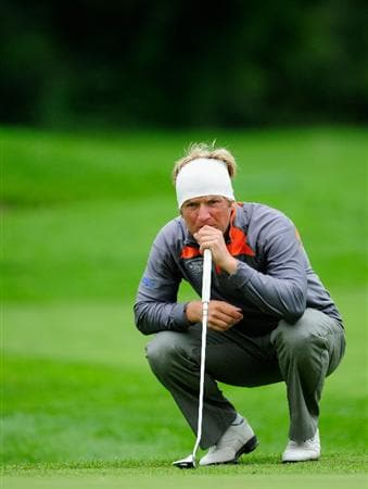 VIENNA, AUSTRIA - SEPTEMBER 17:  Pelle Edberg of Sweden lines up his putt on the 18th hole during the second round of the Austrian golf open presented by Botarin at the Diamond country club on September 17, 2010 in Atzenbrugg near Vienna, Austria  (Photo by Stuart Franklin/Getty Images)