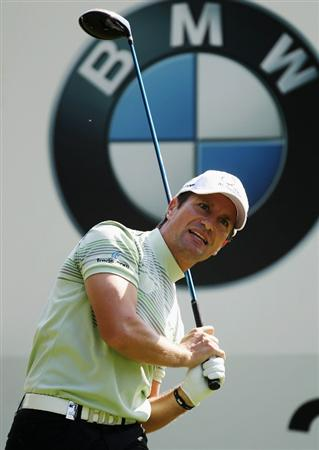 VIRGINIA WATER, ENGLAND - MAY 21:  Steve Webster of England tees off at the 3rd hole during the second round of the BMW PGA Championship on the West Course at Wentworth on May 21, 2010 in Virginia Water, England.  (Photo by Ross Kinnaird/Getty Images)