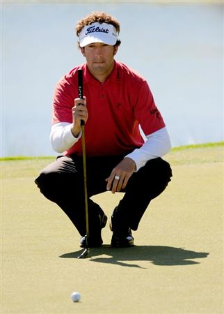 PALM COAST, FL - OCTOBER 30:  Michael Letzig lines up a putt on the 18th hole during the first round of the Ginn sur Mer Classic at the Conservatory Golf Club October 30, 2008 in Palm Coast, Florida.  (Photo by Sam Greenwood/Getty Images)