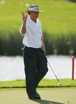 PORT SAINT LUCIE, FL - OCTOBER 28:  Briny Baird acknowledges the applause after a birdie on the ninth hole during the final round of the Ginn Sur Mer Classic at Tesoro Resort October 28, 2007 in Port Saint Lucie, Florida.  (Photo by Doug Benc/Getty Images)