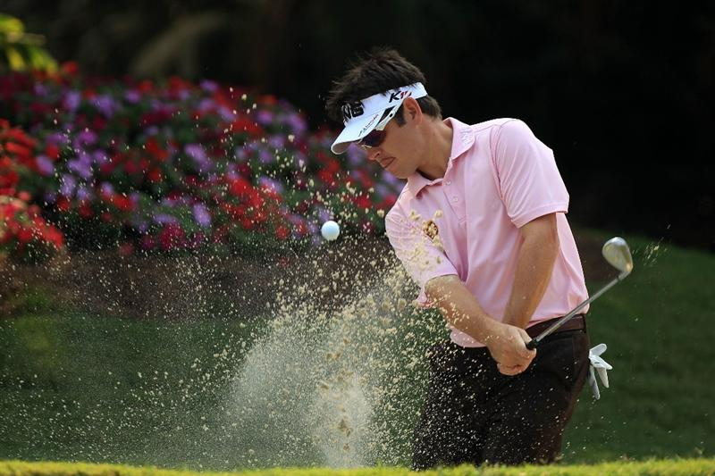 PONTE VEDRA BEACH, FL - MAY 11:  Louis Oosthuizen of South Africa hits from a bunker during a practice round prior to the start of THE PLAYERS Championship held at THE PLAYERS Stadium course at TPC Sawgrass on May 11, 2011 in Ponte Vedra Beach, Florida.  (Photo by Streeter Lecka/Getty Images)