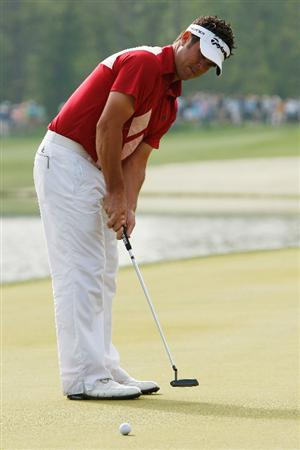 HUMBLE, TX - APRIL 04:  Eric Axley makes a putt for par on the 7th hole during a continuation of the second round of the Shell Houston Open at Redstone Golf Club April 4, 2009 in Humble, Texas.  (Photo by Chris Graythen/Getty Images)