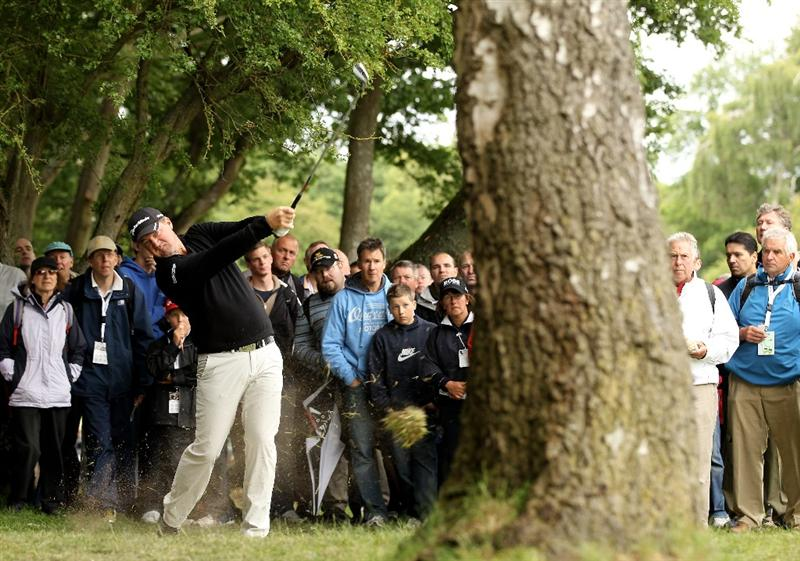 VIRGINIA WATER, ENGLAND - MAY 28:  Peter Hanson of Sweden hits his 2nd shot on the 6th hole during the third round of the BMW PGA Championship at the Wentworth Club on May 28, 2011 in Virginia Water, England.  (Photo by Ian Walton/Getty Images)