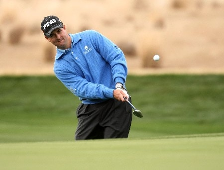 SCOTTSDALE, AZ - FEBRUARY 03:  Charles Warren chips onto the 17th green during the final round  of the FBR Open on February 3, 2008 at TPC of Scottsdale in Scottdsdale, Arizona.  (Photo by Stephen Dunn/Getty Images)