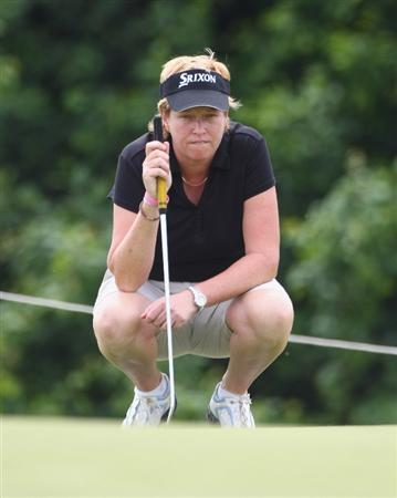 MUNICH, GERMANY - MAY 21:  Karen Lunn of Australia lines up her green shot on the 14th holes during the first day of the HypoVereinsbank Ladies German Open 2009 at Gut Haeusern on May 21, 2009 near Munich, Germany.  (Photo by Alexander Hassenstein/Bongarts/Getty Images)