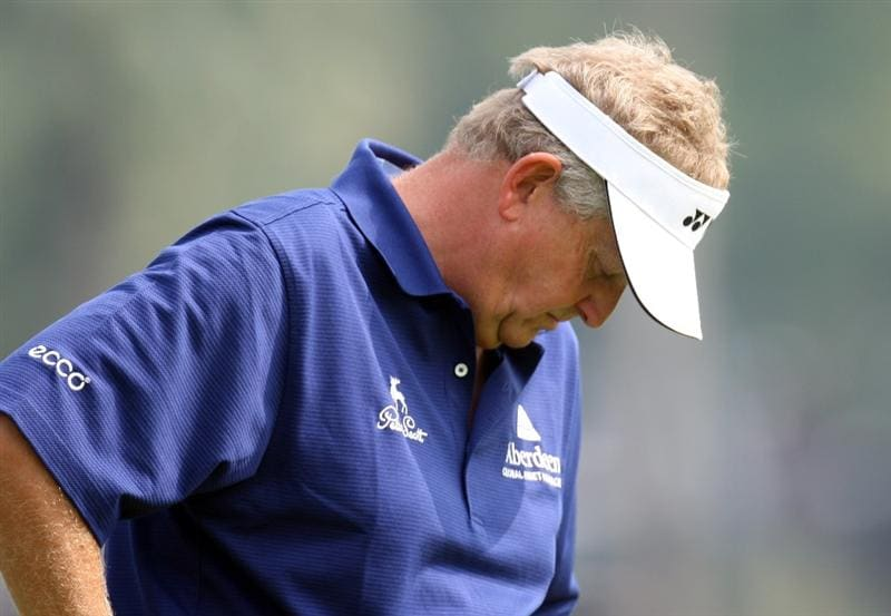 DUBAI, UNITED ARAB EMIRATES - JANUARY 28:  Colin Montgomerie of Scotland  on the par four 9th hole during the pro-am event prior to the Dubai Desert Classic on the Majlis Course on January 28, 2009 in Dubai,United Arab Emirates.  (Photo by Ross Kinnaird/Getty Images)