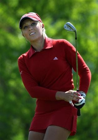 SPRINGFIELD, IL - JUNE 05:  Natalie Gulbis chips her third shot onto the seventh hole green during the second round of the LPGA State Farm Classic golf tournament at Panther Creek Country Club on June 5, 2009 in Springfield, Illinois.  (Photo by Christian Petersen/Getty Images)
