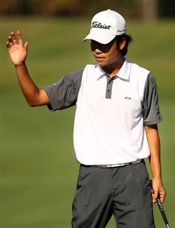 PONTE VEDRA BEACH, FL - MAY 08:  Kevin Na waves to fans after saving par on the seventh hole during the second round of THE PLAYERS Championship on THE PLAYERS Stadium Course at TPC Sawgrass on May 8, 2009 in Ponte Vedra Beach, Florida.  (Photo by Scott Halleran/Getty Images)