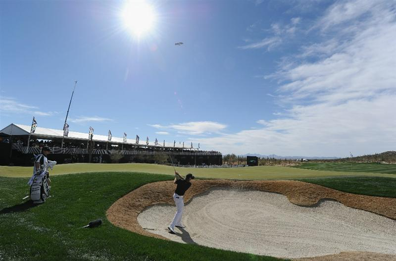 MARANA, AZ - FEBRUARY 25:  Hunter Mahan plays his bunker shot on the 13th hole during the third round of the Accenture Match Play Championship at the Ritz-Carlton Golf Club on February 25, 2011 in Marana, Arizona.  (Photo by Stuart Franklin/Getty Images)
