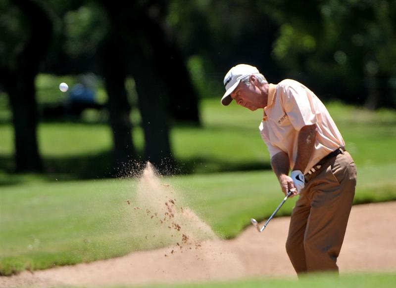 AUSTIN, TX - JUNE 05: Ben Crenshaw hits out of the greenside bunker on the 3rd hole during the first round of the Triton Financial Classic  held at The Hills Country Club on June 5, 2009 in Austin, Texas. (Photo by Marc Feldman/Getty Images)