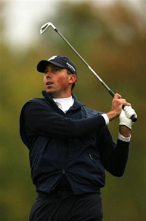 VERONA, NY - OCTOBER 01: Matt Kuchar tees off on the on the 16th hole during the second round of the 2009 Turning Stone Resort Championship at Atunyote Golf Club held on October 2, 2009 in Verona, New York.  (Photo by Chris Trotman/Getty Images)