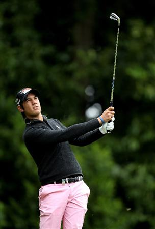 VIRGINIA WATER, ENGLAND - MAY 28:  Matteo Manassero of Italy tees off on the 2nd hole during the third round of the BMW PGA Championship at the Wentworth Club on May 28, 2011 in Virginia Water, England.  (Photo by Ian Walton/Getty Images)