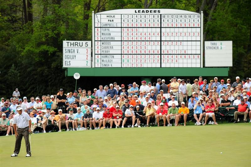 AUGUSTA, GA - APRIL 10:  Kenny Perry watches a putt on the sixth green during the second round of the 2009 Masters Tournament at Augusta National Golf Club on April 10, 2009 in Augusta, Georgia.  (Photo by Harry How/Getty Images)
