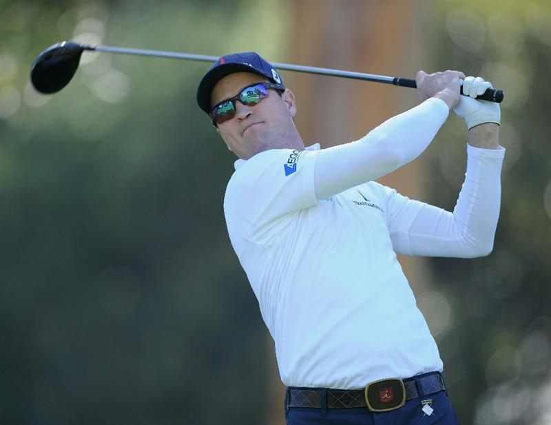 PACIFIC PALISADES, CA - FEBRUARY 17:  Zach Johnson plays his tee shot on the nineth hole during the first round of the Northern Trust Open at Riviera Country Club on February 17, 2011 in Pacific Palisades, California.  (Photo by Stuart Franklin/Getty Images)