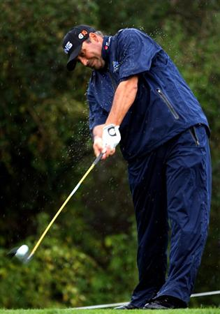 CASTELLO, SPAIN - OCTOBER 24:  Angel Cabrera of Argentina plays his tee shot on the fourth hole during the second round of the Castello Masters Costa Azahar at the Club de Campo del Mediterraneo on October 24, 2008 in Castello, Spain.  (Photo by Stuart Franklin/Getty Images)