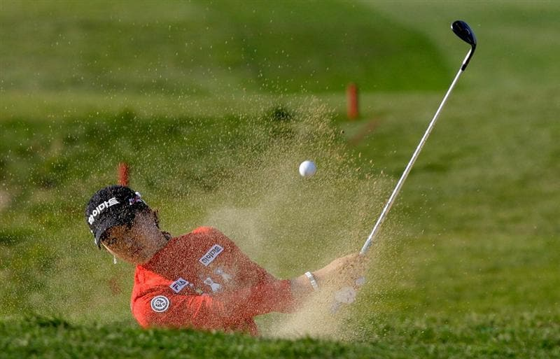 INCHEON, SOUTH KOREA - OCTOBER 31:  Ryu So-Yeon of South Korea on the 18th hole Choi during the final round of the 2010 LPGA Hana Bank Championship at Sky 72 Golf Club on October 31, 2010 in Incheon, South Korea.  (Photo by Chung Sung-Jun/Getty Images)