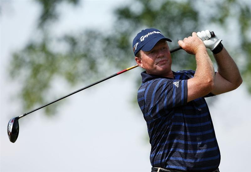 BOCA RATON, FL - FEBRUARY 15:  Lonnie Nielsen hits his drive on the 15th tee during the final round of the Allianz Championship at The Old Course at Broken Sound Club on February 15, 2009 in Boca Raton, Florida.  (Photo by Doug Benc/Getty Images)