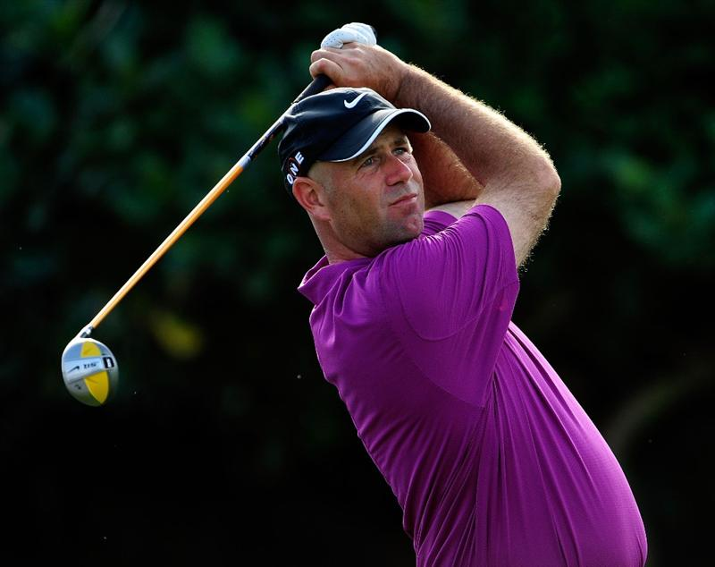 KAPALUA, HI - JANUARY 07:  Stewart Cink hits a shot on the first hole during the first round of the SBS Championship at the Plantation course on January 7, 2010 in Kapalua, Maui,Hawaii.  (Photo by Sam Greenwood/Getty Images)