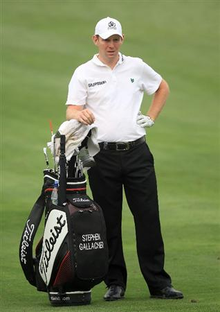 DUBAI, UNITED ARAB EMIRATES - FEBRUARY 04:  Stephen Gallacher of Scotland plays his second shot to the par 4, 14th hole during the first round of the 2010 Omega Dubai Desert Classic on the Majilis Course at the Emirates Golf Club on February 4, 2010 in Dubai, United Arab Emirates.  (Photo by David Cannon/Getty Images)