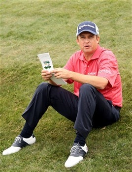 SAN DIEGO - JUNE 9:  David Toms waits on the practice ground during the first day of previews to the 108th U.S. Open at the Torrey Pines Golf Course (South Course) June 9, 2008 in San Diego, California.  (Photo by Ross Kinnaird/Getty Images)