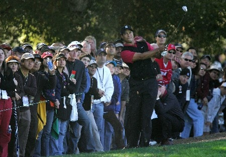 THOUSAND OAKS, CA - DECEMBER 16:  Tiger Woods makes a shot out of the rough on the first hole during the final round of the Target World Challenge at the Sherwood Country Club on December 16, 2007 in Thousand Oaks, California.  (Photo by Robert Laberge/Getty Images)